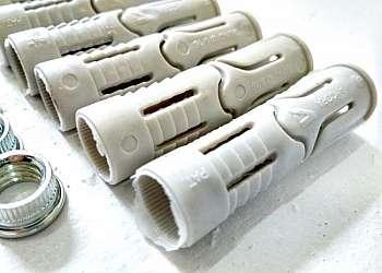 Porcas de nylon